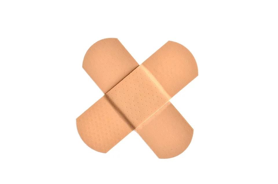 仮性包茎を輪ゴムで治す方法は?絆創膏での治し方も分かりやすく解説